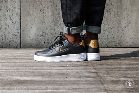 Nike Air Force 1 '07 LV8 Leather Black/Metallic Gold-White
