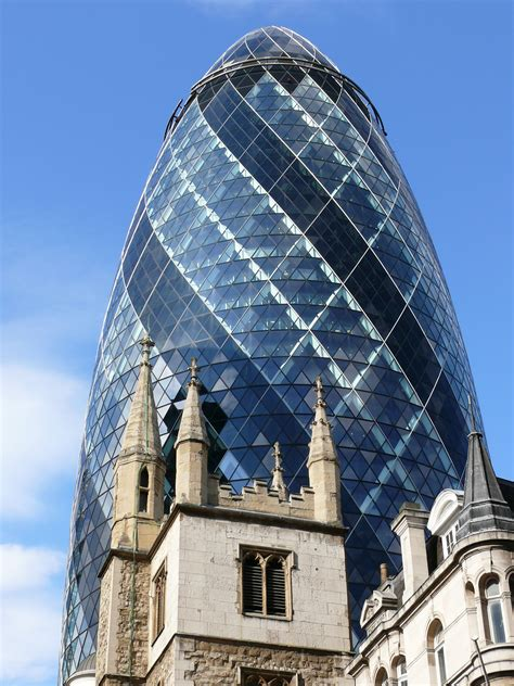 File:30 St Mary Axe (The Gherkin of London)