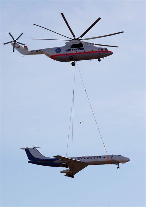The World's Largest Helicopter Can Lift An Airliner With