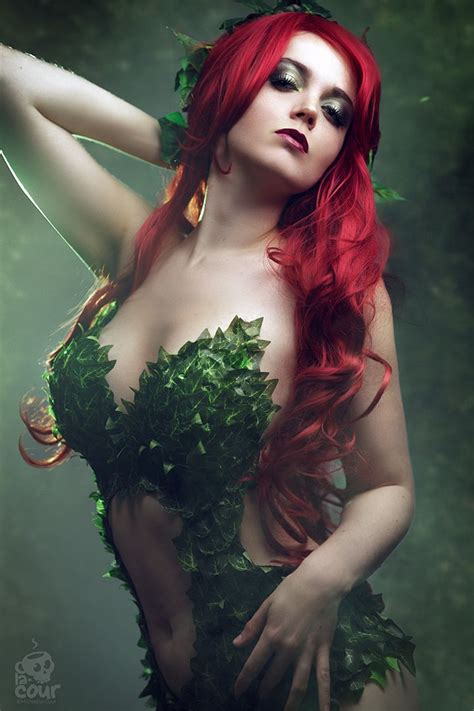 18 Sexiest DC Cosplays That Will Blow Your Senses