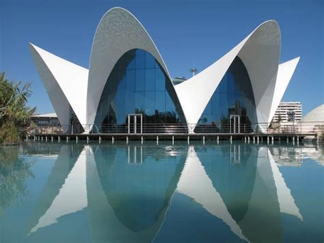Modernist Architecture: 30 Stunning Examples